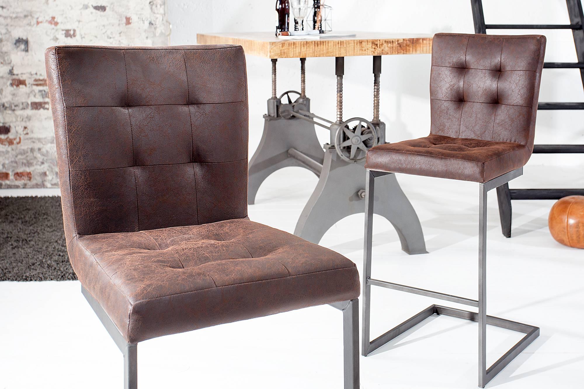 Stolička svojim dizajnom upúta nielen vašu pozornosť, ale presvedčí vysokou kvalitou a výnimočným dizajnom. Stolička sa svojim kvalitným oceľovým rámom a štýlovým šitím sedadla stáva skutočnou návrhárskou klasikou. Táto stolička sa hodí do každej domácnosti, nadčasový dizajn vás nesklame.