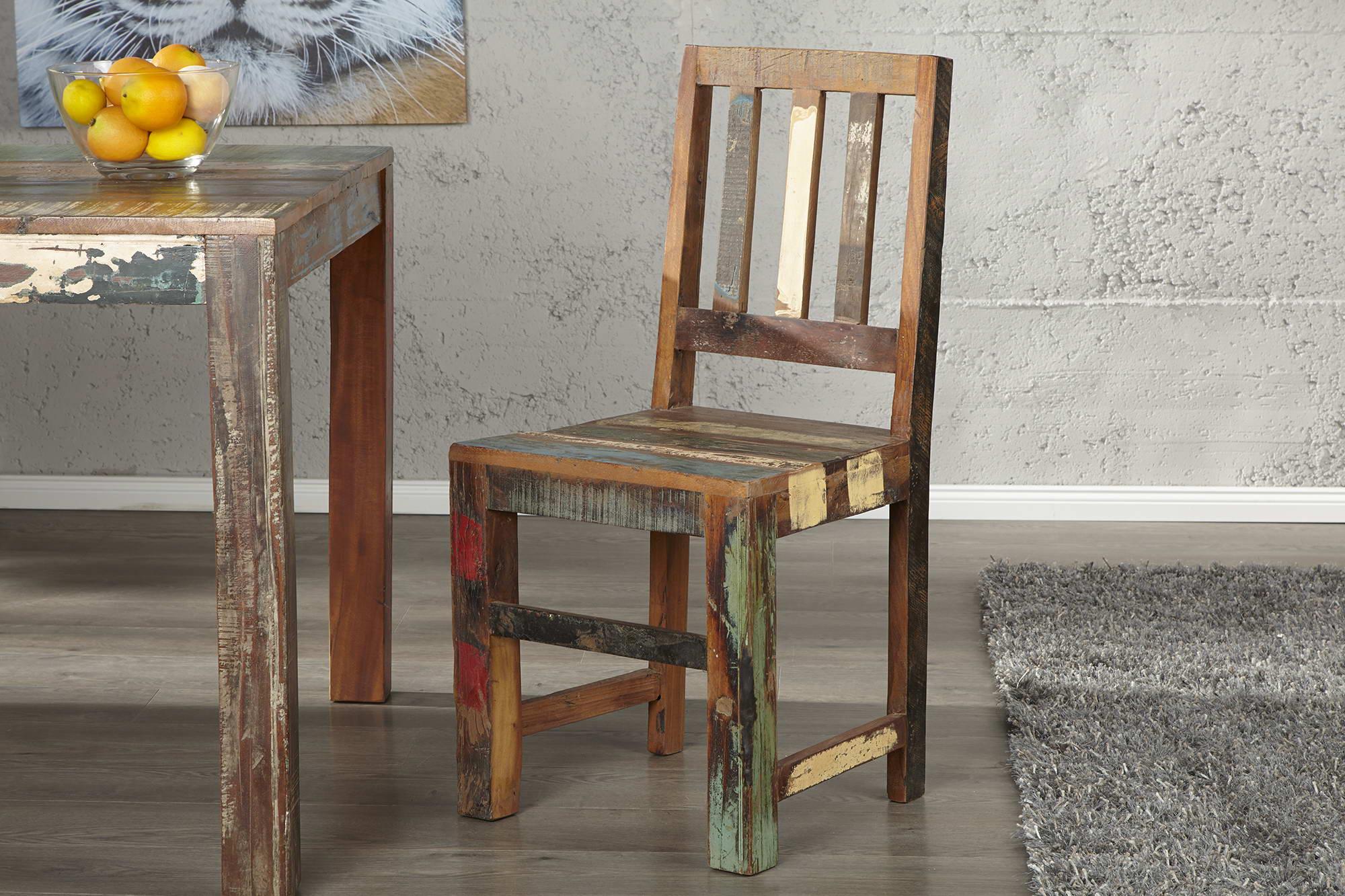 Extravagantná stolička Jacktar je zvláštny kus nábytku pre vás a vaše životné prostredie! Tento materiál je vyrobený z recyklovaného dreva, ktoré bolo pôvodne odobrané zo starej indonézskej rybárskej lode.