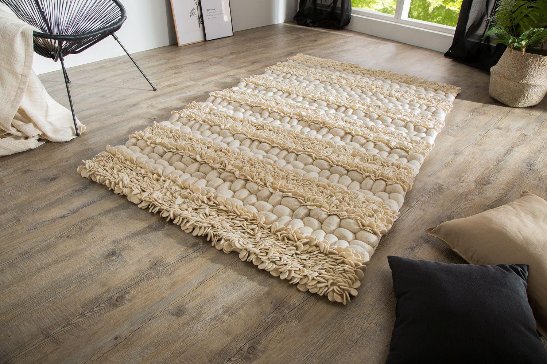 Vysoko kvalitné prírodné materiály a ručné spracovanie. To je charakteristické pre dizajnový koberec Rebecca. Už na prvý pohľad inšpiruje svojím netradičným vzorom. Vysoko kvalitná vlna je ručne tkaná. Na prvý pohľad netradičný dizajn vytvára harmonický celok, Je len na Vás, kde koberec umiestnite, prostredie zútulní, spríjemní a bude jedinečným doplnkom.