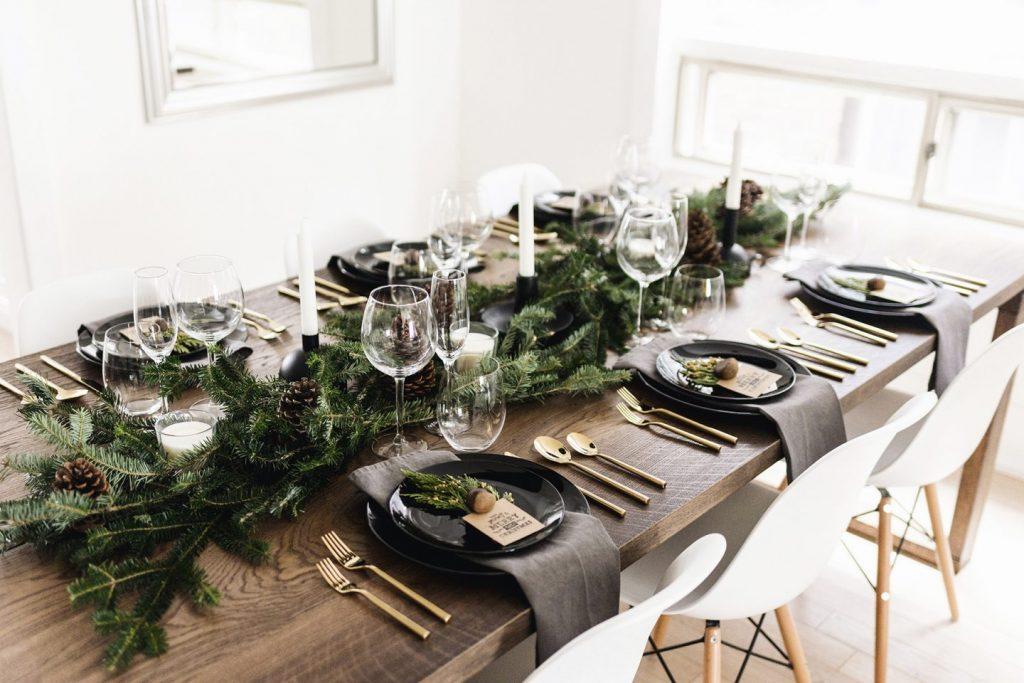 Vianočný hostiteľ a príprava stola, zdroj: Unsplash