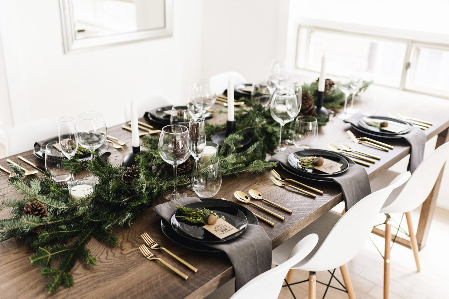modern-classic-christmas-tablescape-10-1440×960