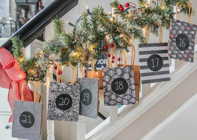 Adventný kalendár na schodisku Zdroj: Sweet parrish place